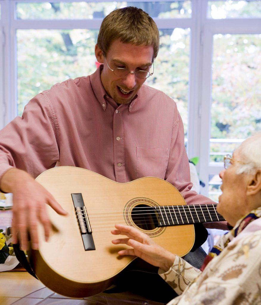 Glasbena terapija